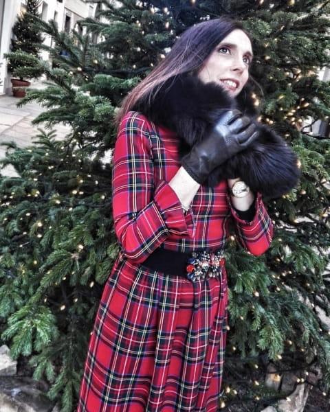 Cappotto tartan rosso, outfit di Daniela Barbarossa