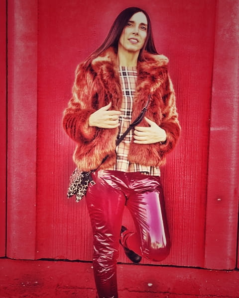 Leather pants rossi in look sexy di San Valentino con Daniela Barbarossa