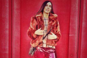 Outfit di San Valentino per over 40, pantaloni pelle rossi di Daniela Barbarossa