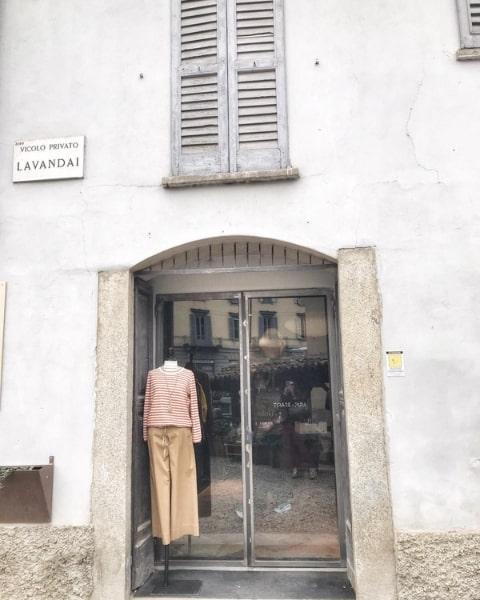 Shopping a Milano, negozio di abbigliamento femminile sui Navigli