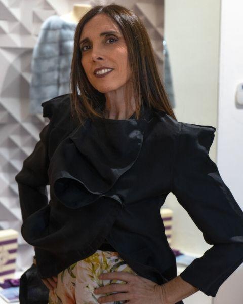 abito nero lois minimal indossato da Daniela Barbarossa